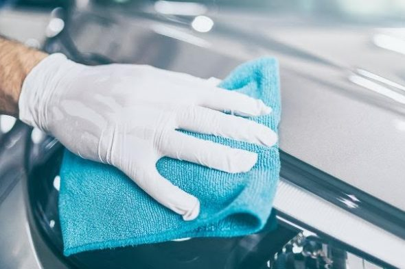 Car-being-hand-dried-and-wiped-down_b